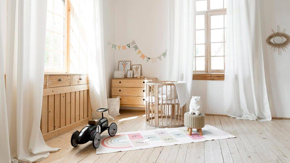 Minimalistický dětský pokoj - skříň, auto