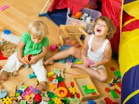 Děti v záplavě hraček