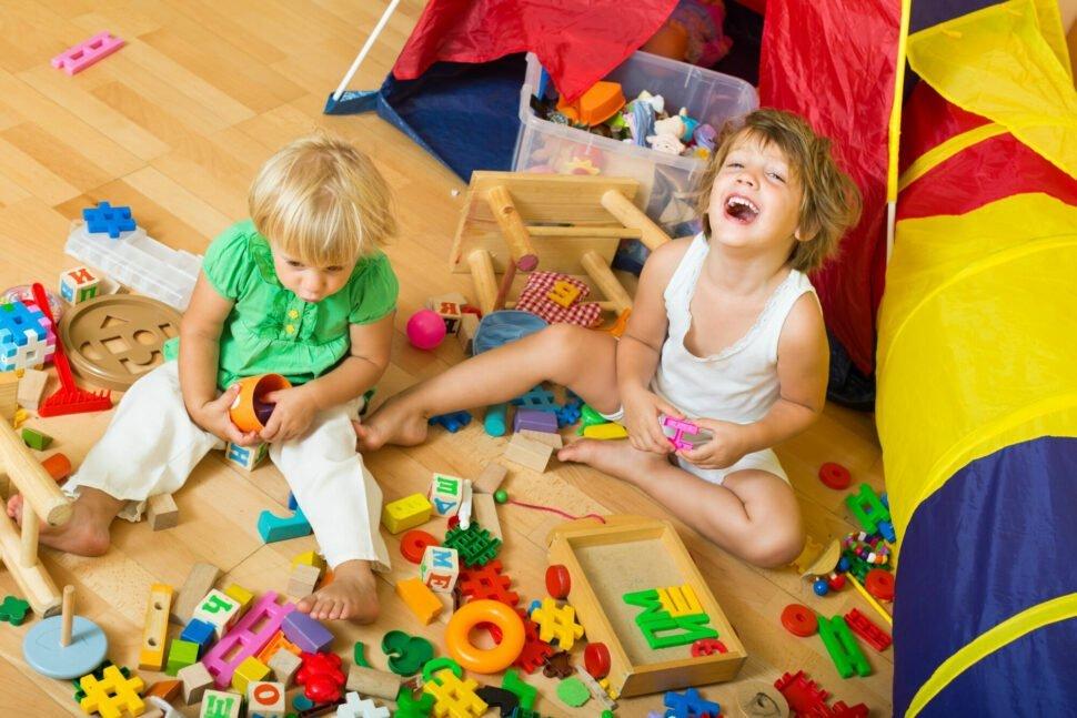 Děti vzáplavě hraček