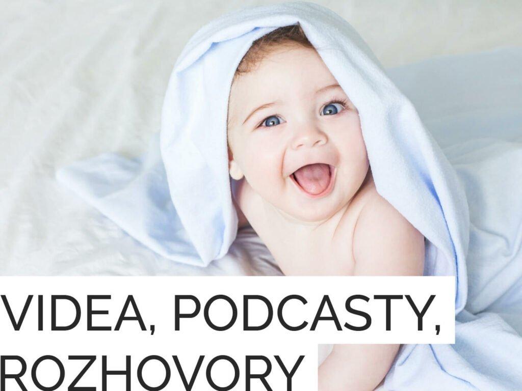 Novorozeně vykukuje zpod deky stextem videa, podcasty, rozhovory